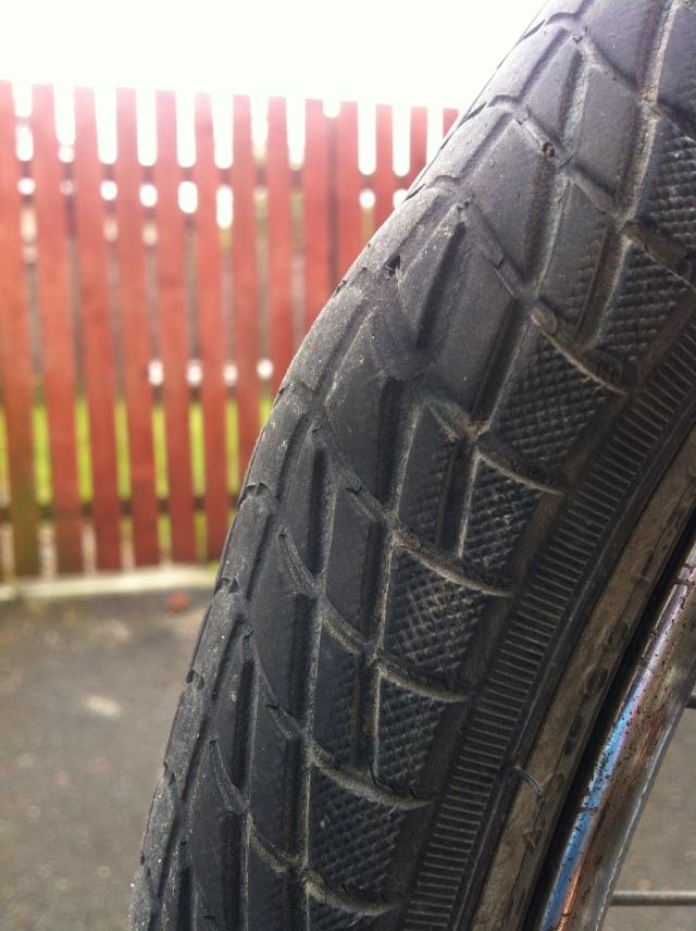 Egg on tyre tread